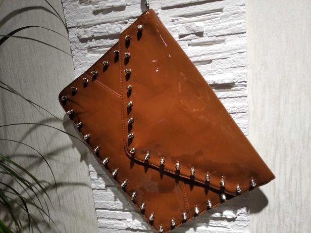 Cумка конверт. Лакована, колір теракотовий, розмір 32 х 25 см