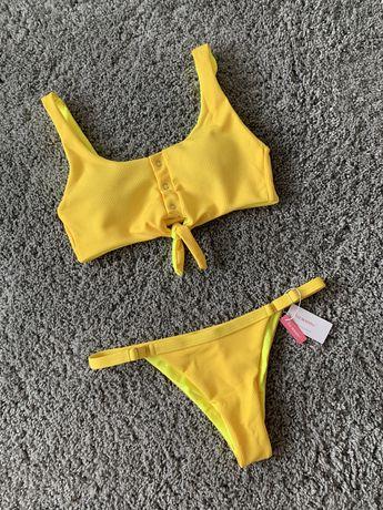 Красивый желтый купальник
