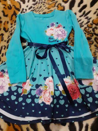 Нарядное платье на девочку 5-6 лет.