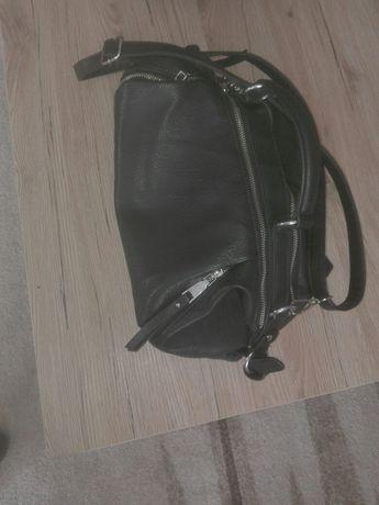 Czarna torebka na  pasku