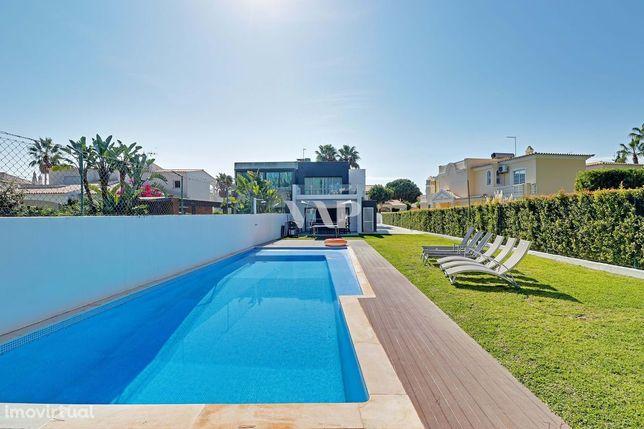 VILAMOURA - Moradia V4 remodelada com piscina privada