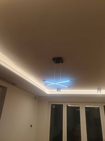 Lampa liniowa sufitowa LED.
