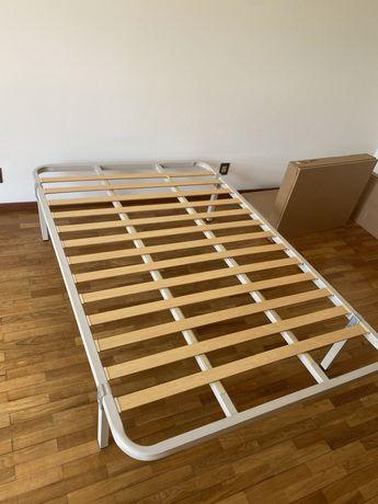 Duas estruturas de cama queen size