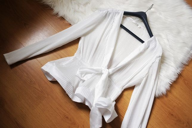 Flamant Rose piękna plisowana bluzka z falbaną wiązana glamour