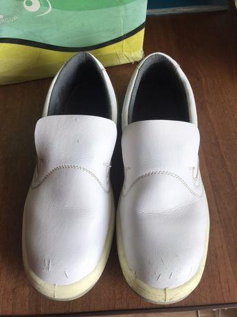 Взуття для роботи на виробництві, залізним носком