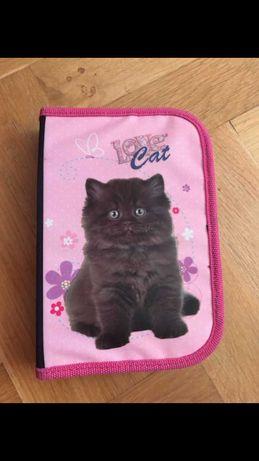 Piórnik z kotkiem