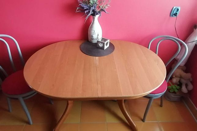 Stół  rozkładany (olcha) + 2 krzesełka