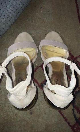 Beżowe sandały Publicite