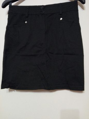 S czarna spódniczka krotka