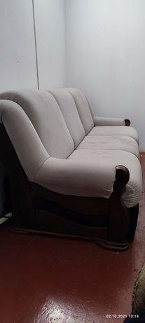 Продам диван бывший в употреблении,спинки точёные дерево под лаком.