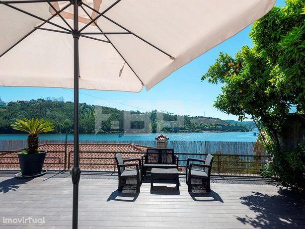 Moradia T4 com Vistas deslumbrantes sobre o rio Douro
