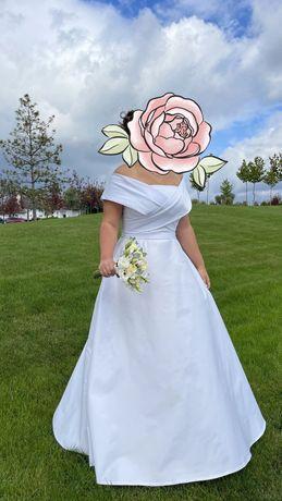 Свадебное платье красивое белое в пол с корсетом
