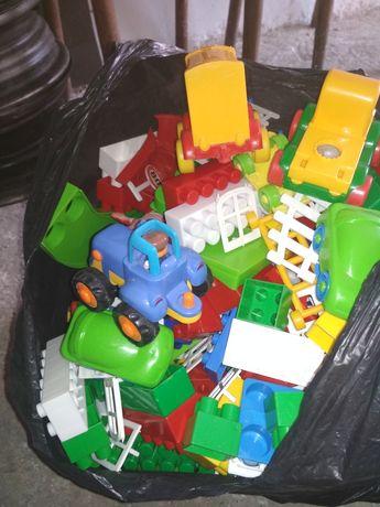 Продам 3 набора крупного Лего с пластмассовой трассой для машин