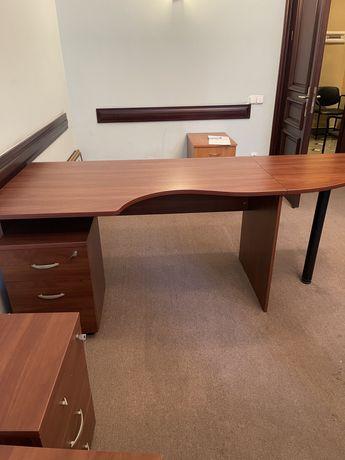 Офісні столи з тумбами