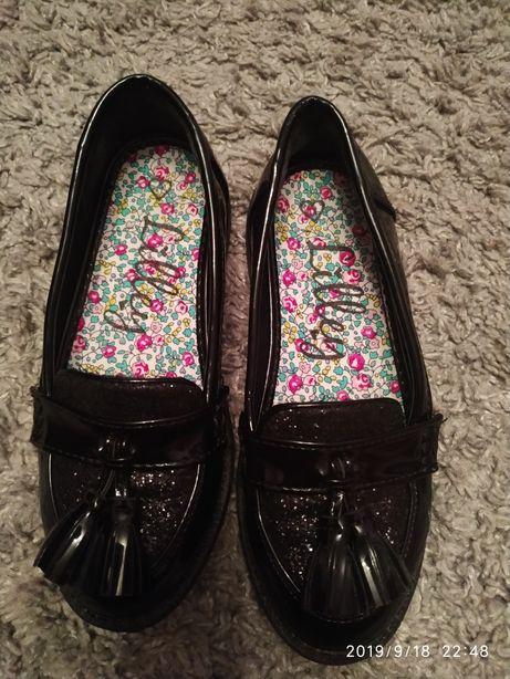 Продам фирменные кожаные лоферы туфли размер 30 по стельке 19см