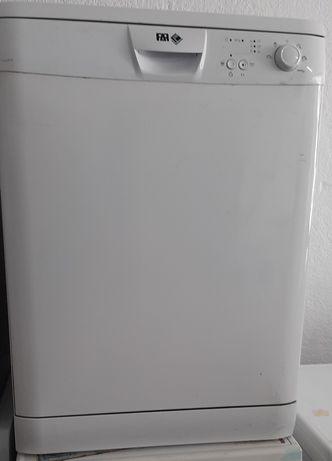 Varias Máquinas de lavar loiça