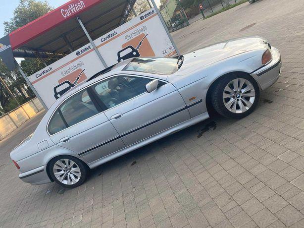 Продам  BMW  523