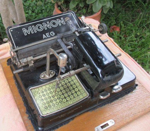 Maquina de escrever antiga Mignon