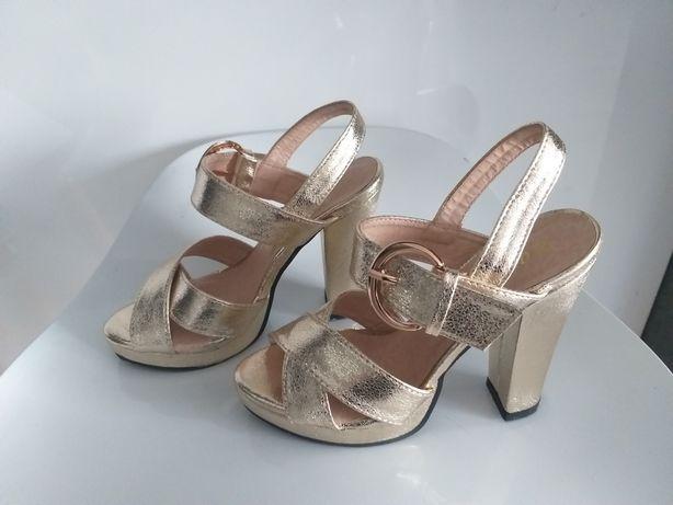 Małe damskie buty złote czółenka rozm. 32 NOWE