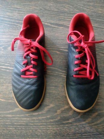 Buty halowe do piłki nożnej Kipsta,rozmiar 34