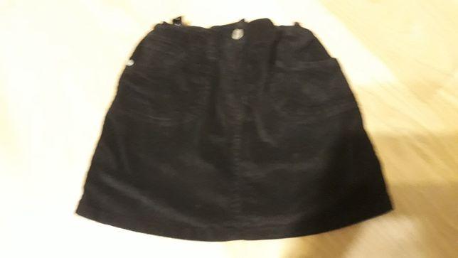 Sprzedam spódniczkę sztruksowa czarna 140