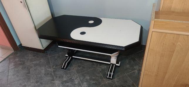 Stolik do salonu: motyw yin yang