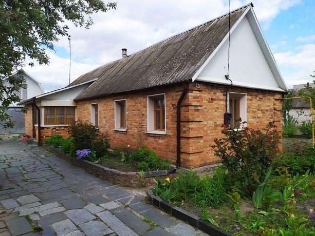 Продам будинок в центрі містечка