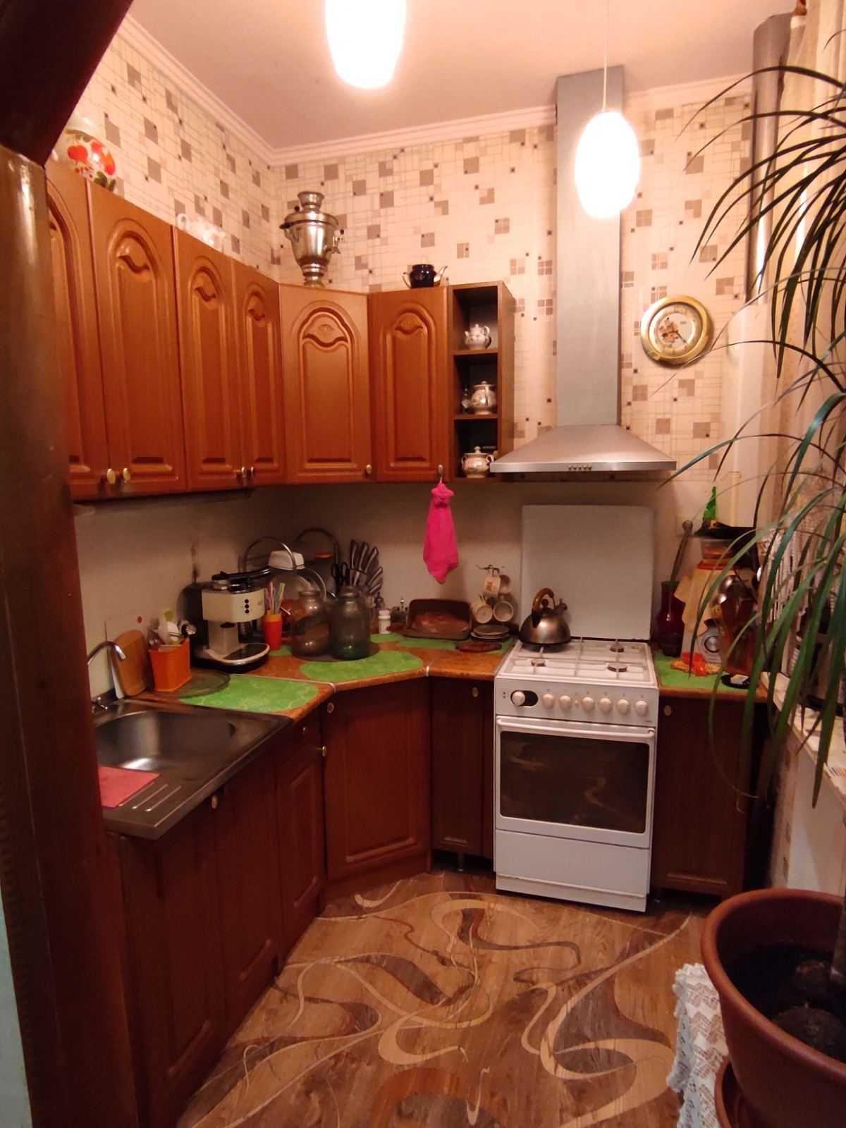 Васильков, продам 3-хкомн.,раздельную .Цена 47000уе.