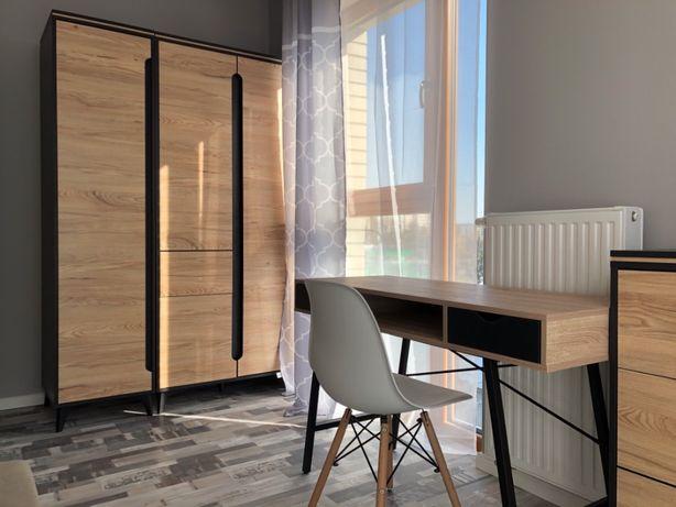 Śliczny narożny pokój w nowym apartamencie