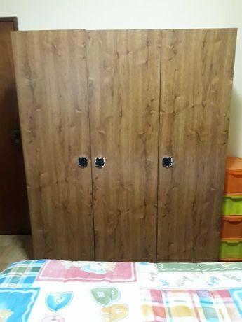 Roupeiro de 3 Portas