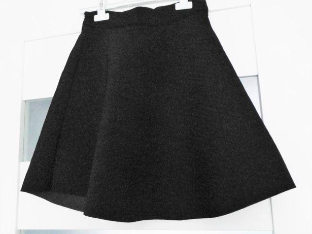 Czarna spódniczka z pianki, nowa