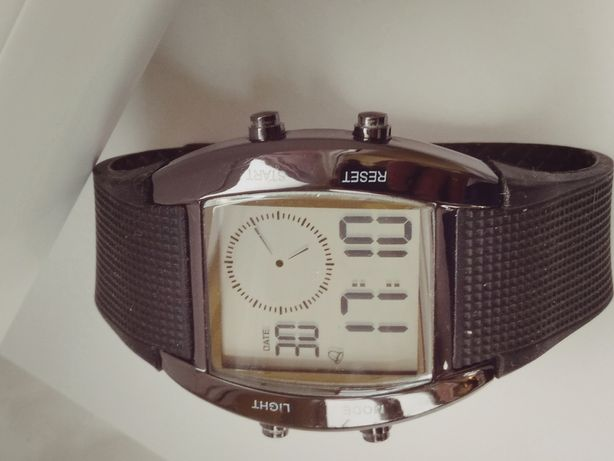 Zegarek męski ciekawy elektronik.