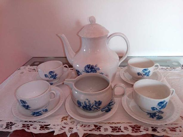 Serviço de Chá em Porcelana Muito Antigo