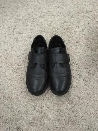 Туфли подростковые кожаные Zara,лоферы,кроссовки