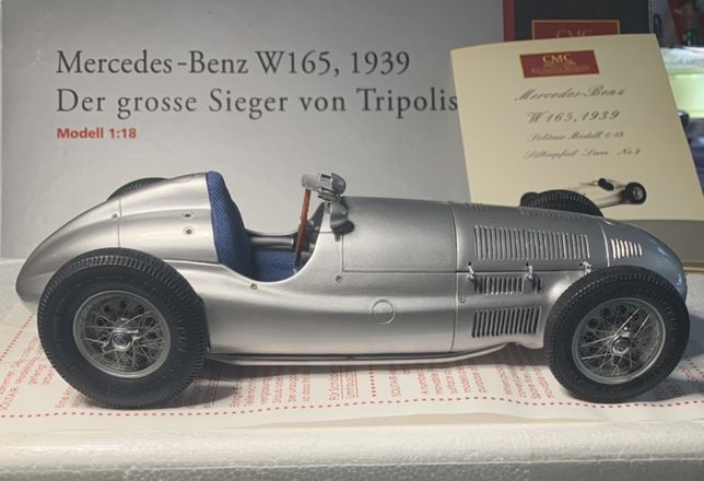 Mercedes Benz W165 de 1939 CMC 1:18 ref : M-018