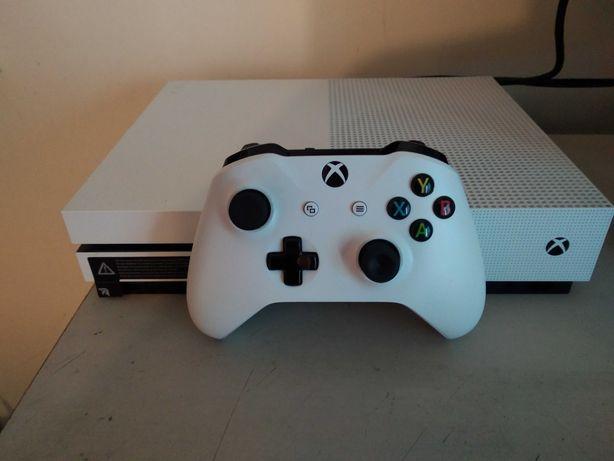 Xbox one S 500 gb +comando novo +3 jogos