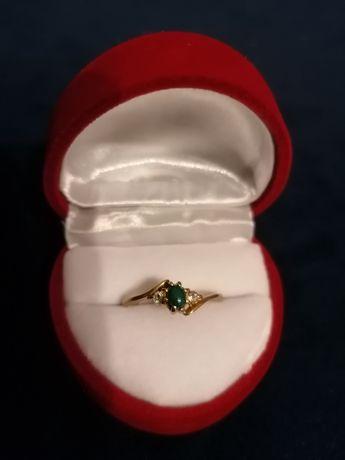 Złoty pierścionek z zielonym agatem 585