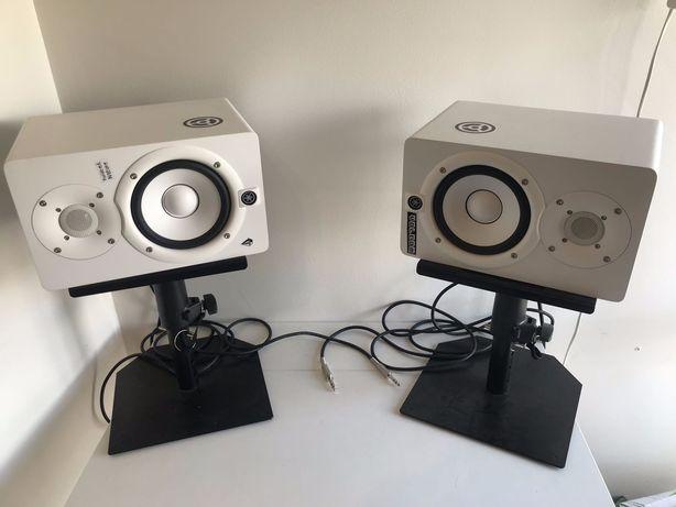 Com os monitores HS5 YAMAHA produzir musica com qualidade fica fácil!