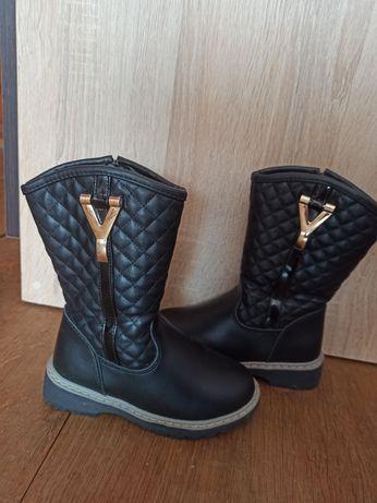 Зимові чобітки на дівчинку 27 розмір.