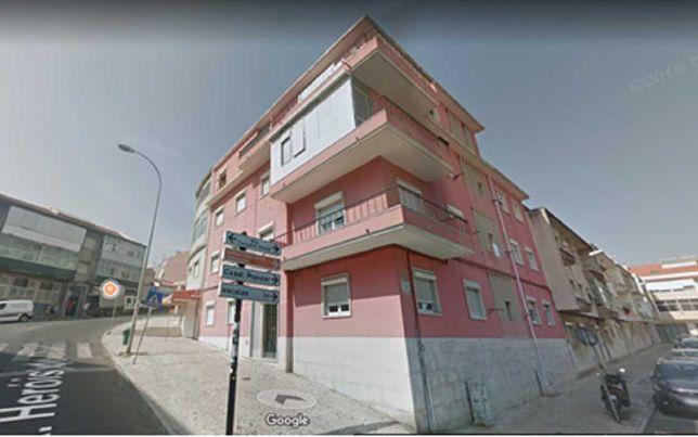 Apartamento T2 na Damaia de Cima
