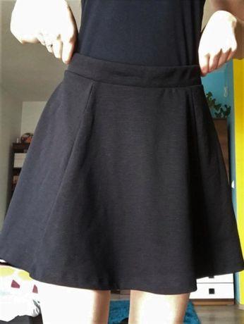 Krótka czarna spódniczka