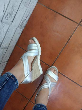 Sandały srebrne,plecione skórzane Kiomi w rozmiarze 37