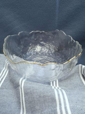 Салатник тарелка пиала для фруктов, фруктовница с золотым ободком.