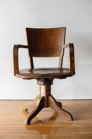 """Cadeira rotativa antiga """"Araújo & Sobrinho"""""""