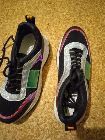 Продам Жіночі кросовки