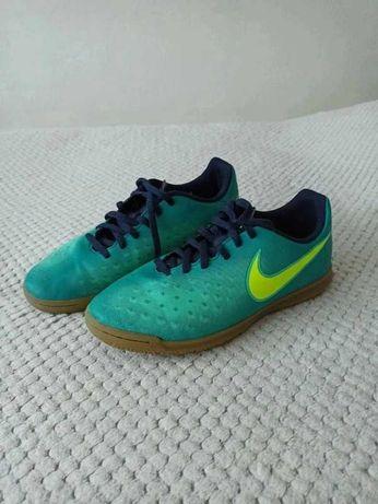 Juniorskie halówki Nike
