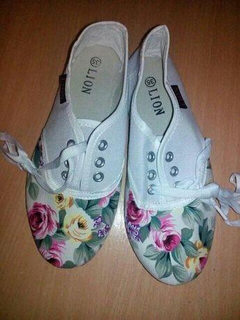 Шкільне взуття для дівчинки на  9 рочків - мокасини, кеди, кросівки