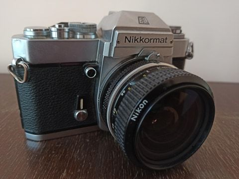 aparat analogowy nikkormat el + obiektyw nikon 28mm f/3.5 nikkor ais
