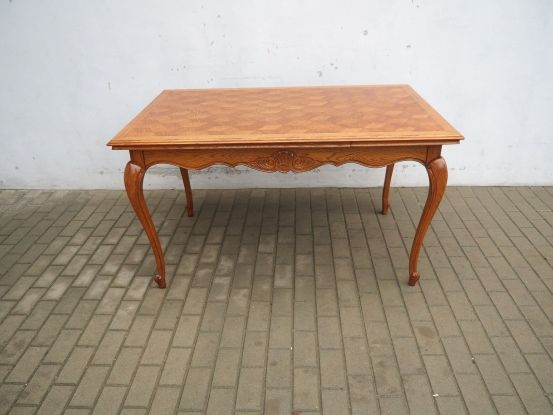 Rzeźbiony rozkładany stół ludwikowski 661