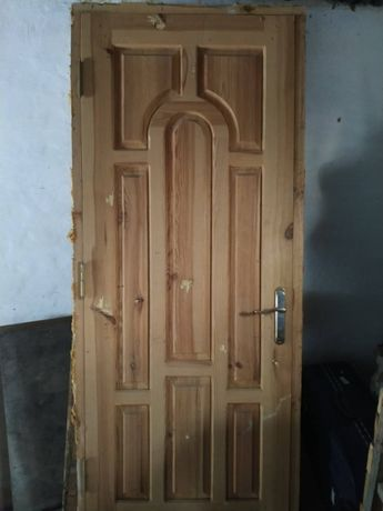 Продам входные деревянные двери